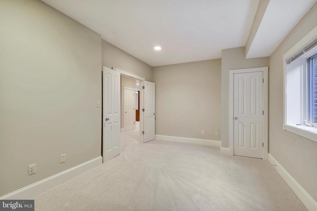 Guest room on lower walk-out level. - 2702 24TH ST N, ARLINGTON