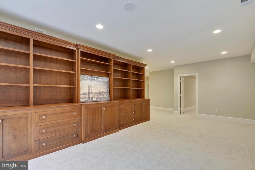 Family room. - 2702 24TH ST N, ARLINGTON