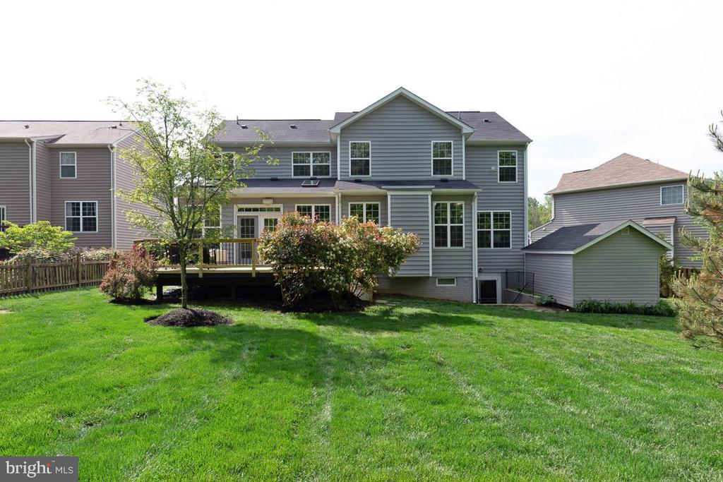 Lush landscaping, treed lot, large deck - 16060 IMPERIAL EAGLE CT, WOODBRIDGE