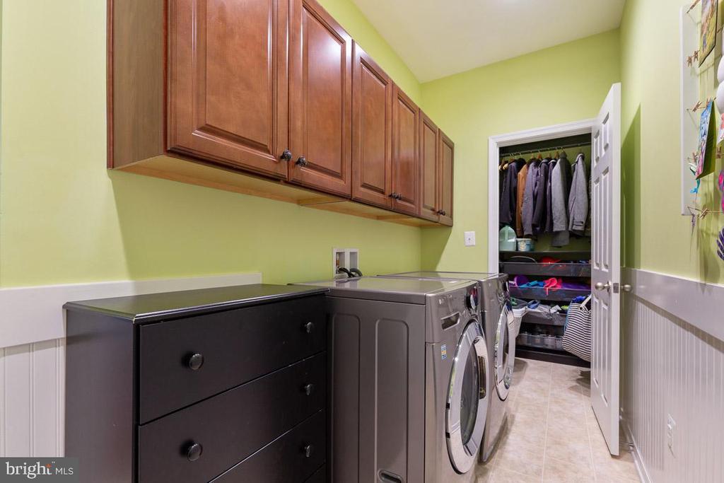 Laundry/Mud room custom closet storage - 16060 IMPERIAL EAGLE CT, WOODBRIDGE