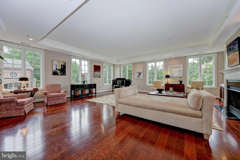 Living Room - 2501 WISCONSIN AVE NW #108, WASHINGTON