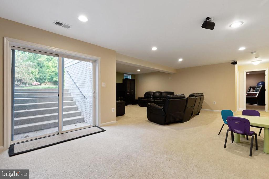 Easy access to exterior - 16060 IMPERIAL EAGLE CT, WOODBRIDGE
