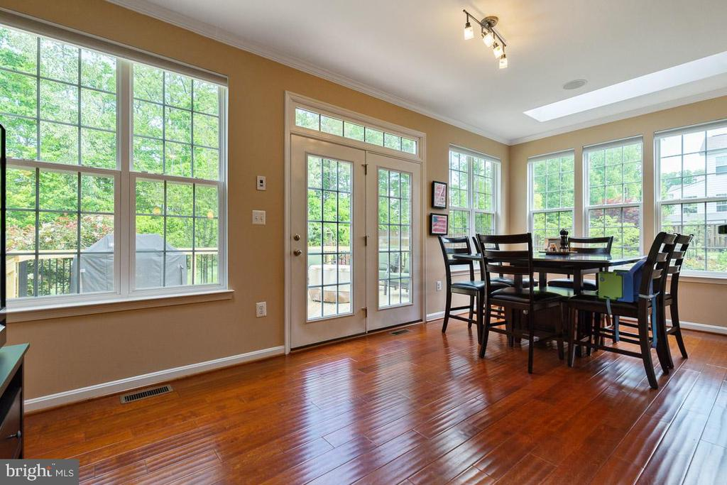 Sun filled morning room w/view of backyard oasis - 16060 IMPERIAL EAGLE CT, WOODBRIDGE