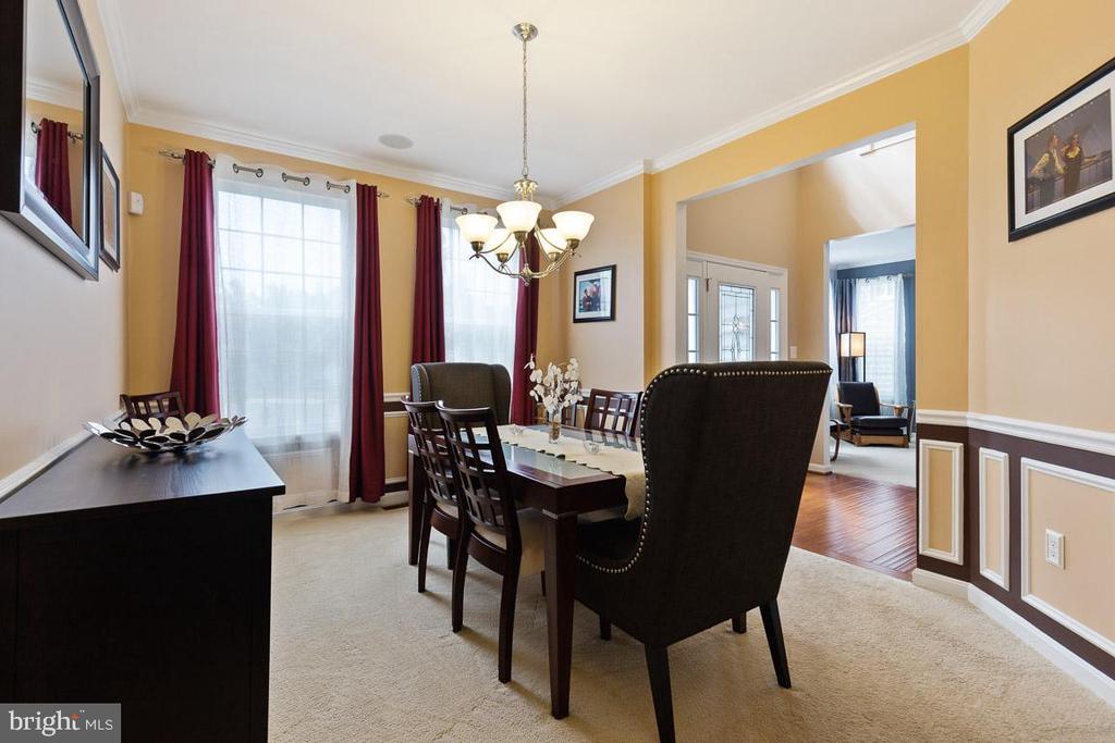 Extended Formal Dining Room, has custom trim - 16060 IMPERIAL EAGLE CT, WOODBRIDGE