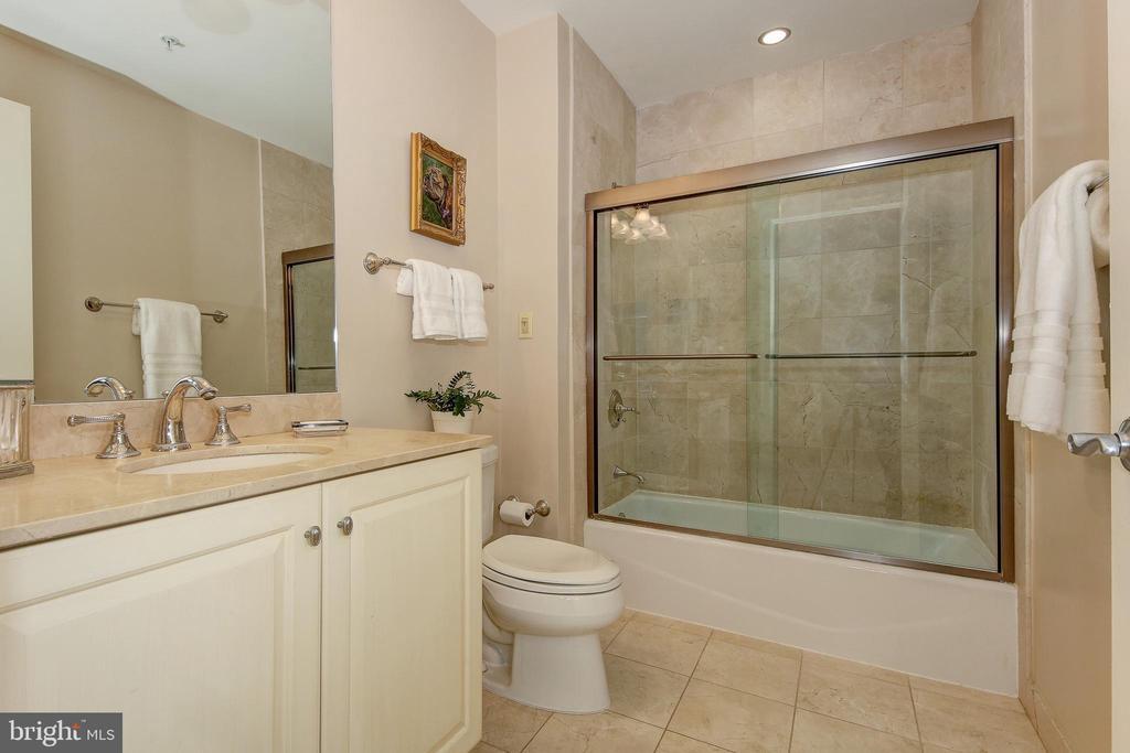Ensuite Bath - 2501 WISCONSIN AVE NW #108, WASHINGTON