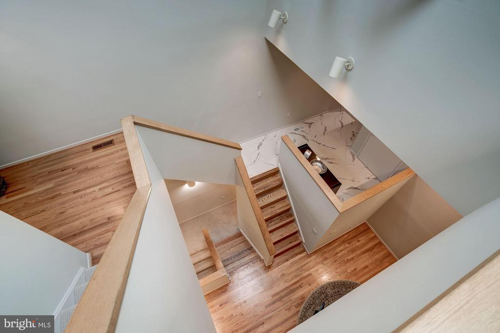 Architectural open staircase - 2002 TURTLE POND DR, RESTON