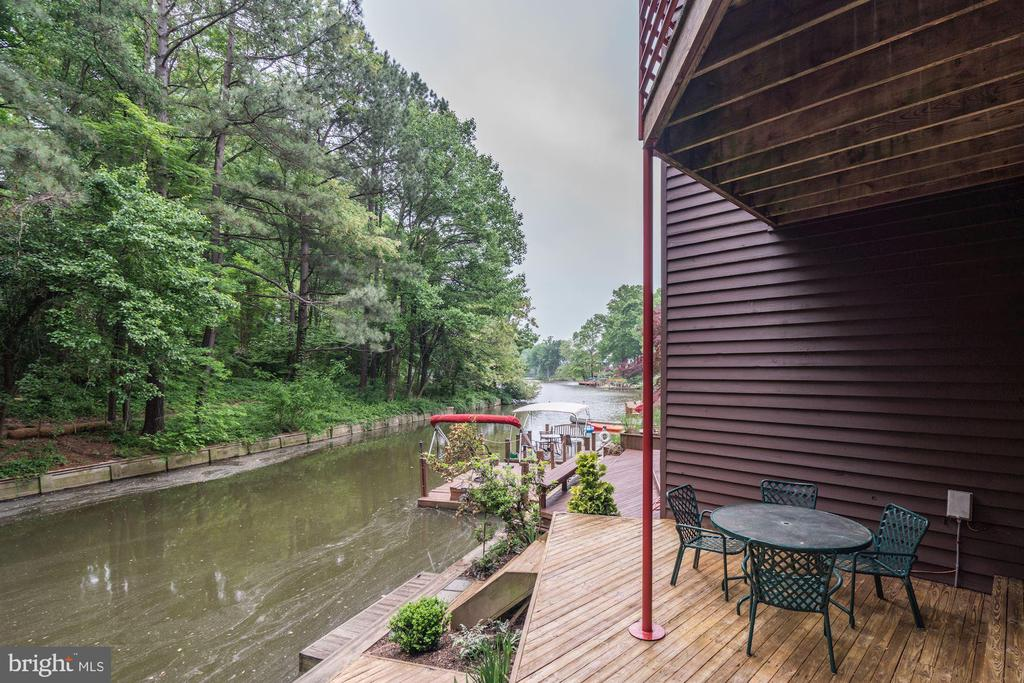 Launch your canoe from your back deck! - 2002 TURTLE POND DR, RESTON