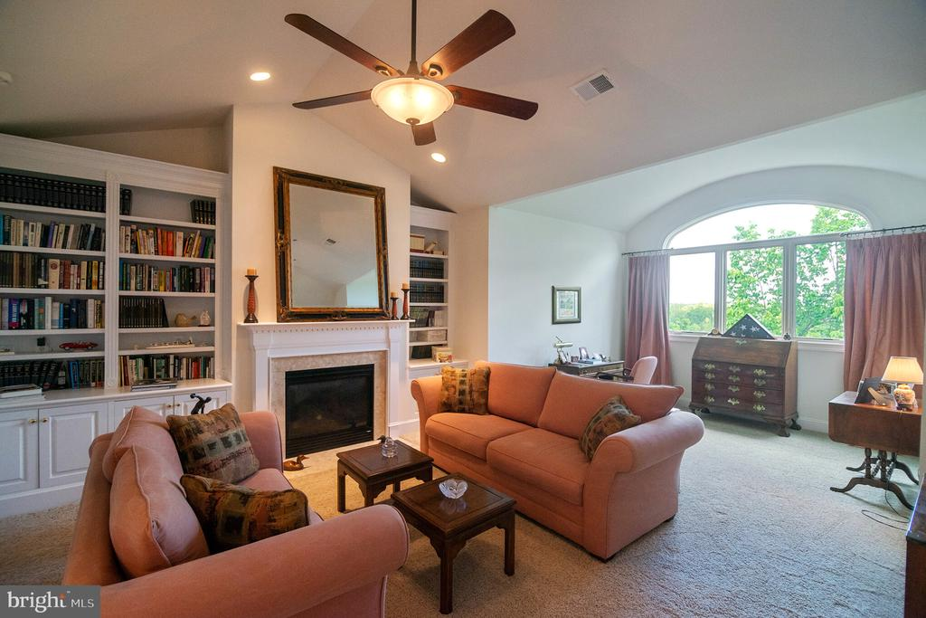 Loft - 18318 FAIRWAY OAKS SQ, LEESBURG
