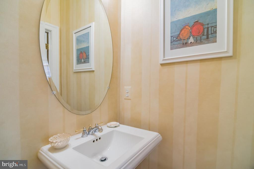 Powder Room - 18318 FAIRWAY OAKS SQ, LEESBURG