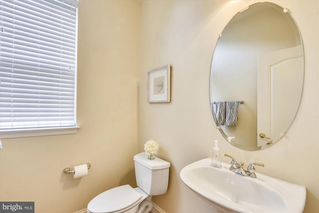 Powder Room - 1429 GREENBRIER ST S, ARLINGTON