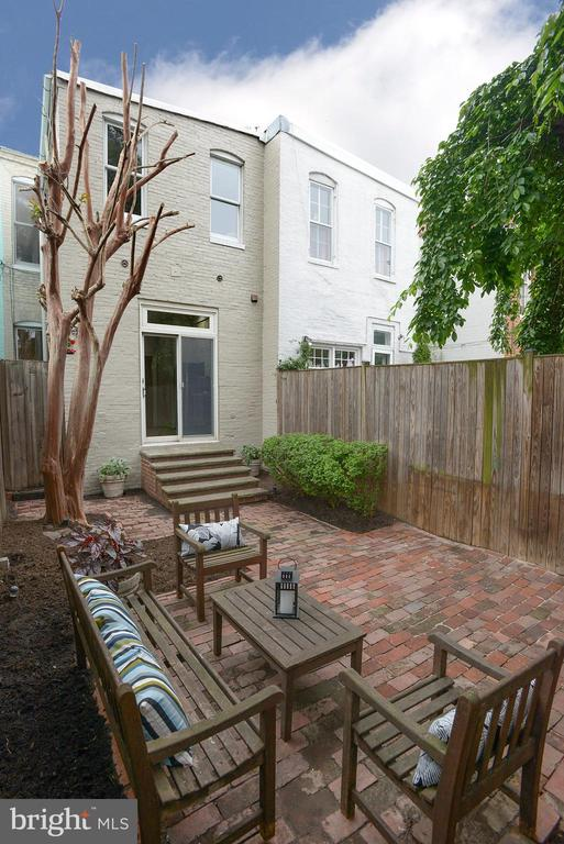 Enjoy private or public time outdoors - 627 A ST SE, WASHINGTON