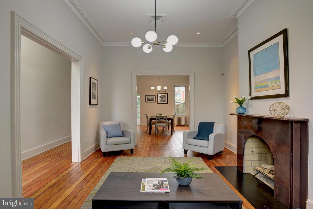 Traditional yet open plan offers ease of flow - 627 A ST SE, WASHINGTON