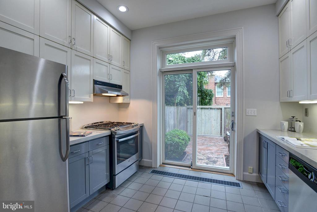 Fully equipped with ample cabinets and counters - 627 A ST SE, WASHINGTON