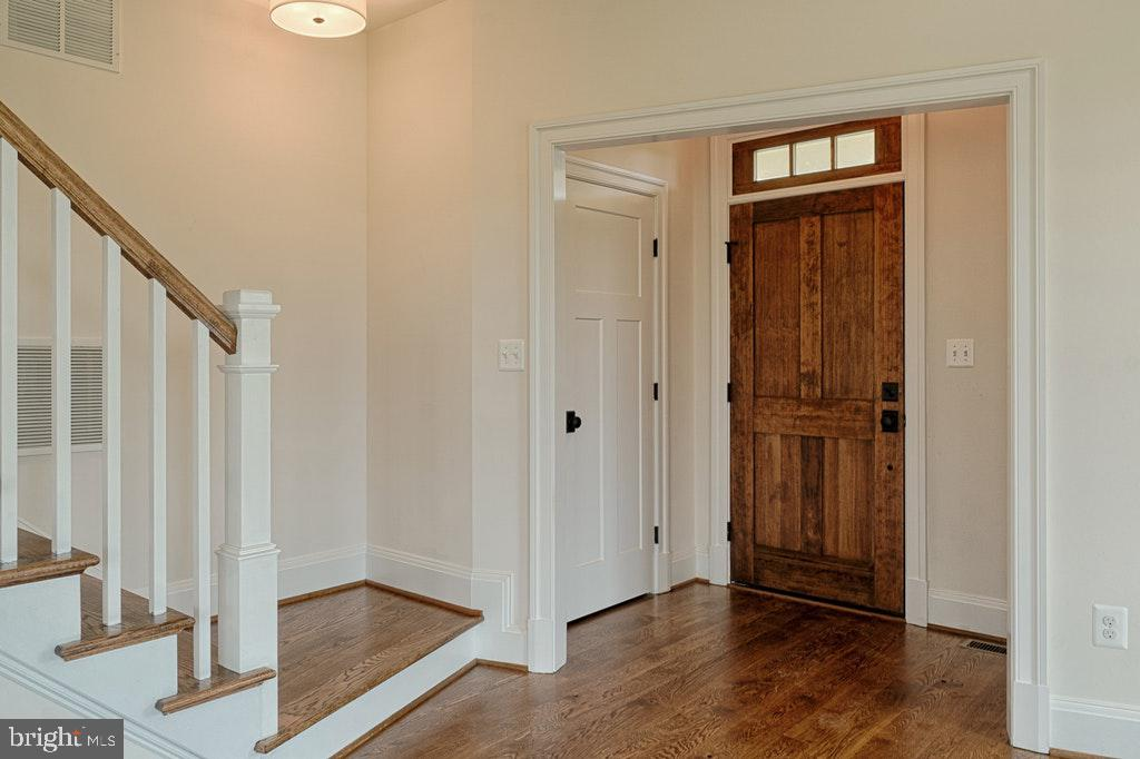 Example of interior finishes - 38161 COBBETT LN, PURCELLVILLE