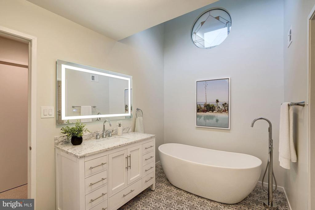 Completely remodeled master bath -freestanding tub - 2002 TURTLE POND DR, RESTON