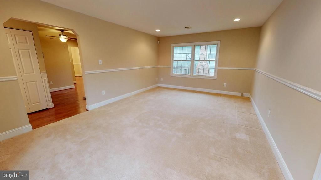 Family room off kitchen - 307 S KENNEDY RD, STERLING