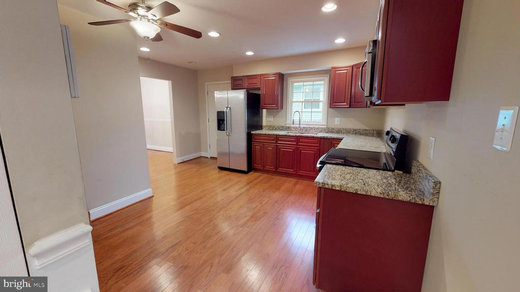 Beautiful eat-in kitchen - 307 S KENNEDY RD, STERLING