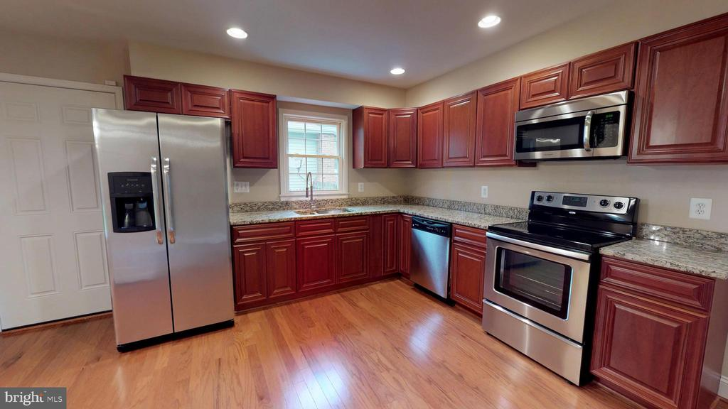Newer SS appls, cabinets, and granite countertops - 307 S KENNEDY RD, STERLING
