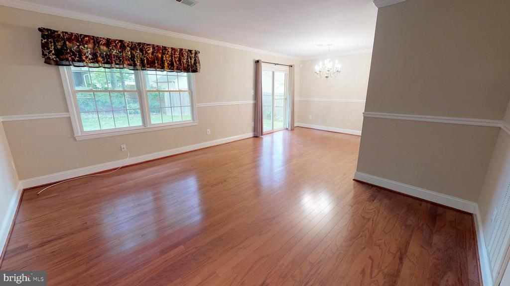Large living/dining room area - 307 S KENNEDY RD, STERLING