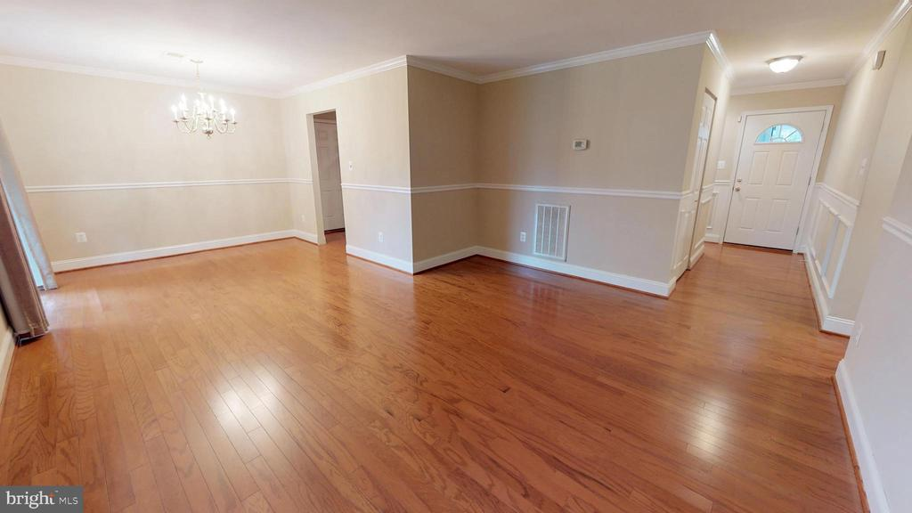 Spacious and bright updated interior - 307 S KENNEDY RD, STERLING