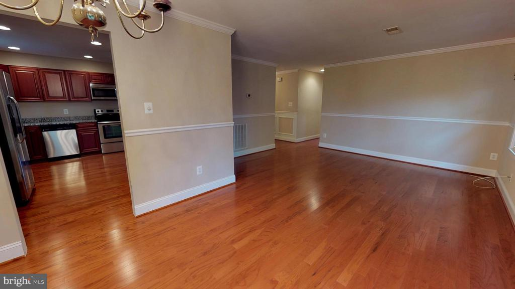 Gleaming hardwood floors in main rooms - 307 S KENNEDY RD, STERLING