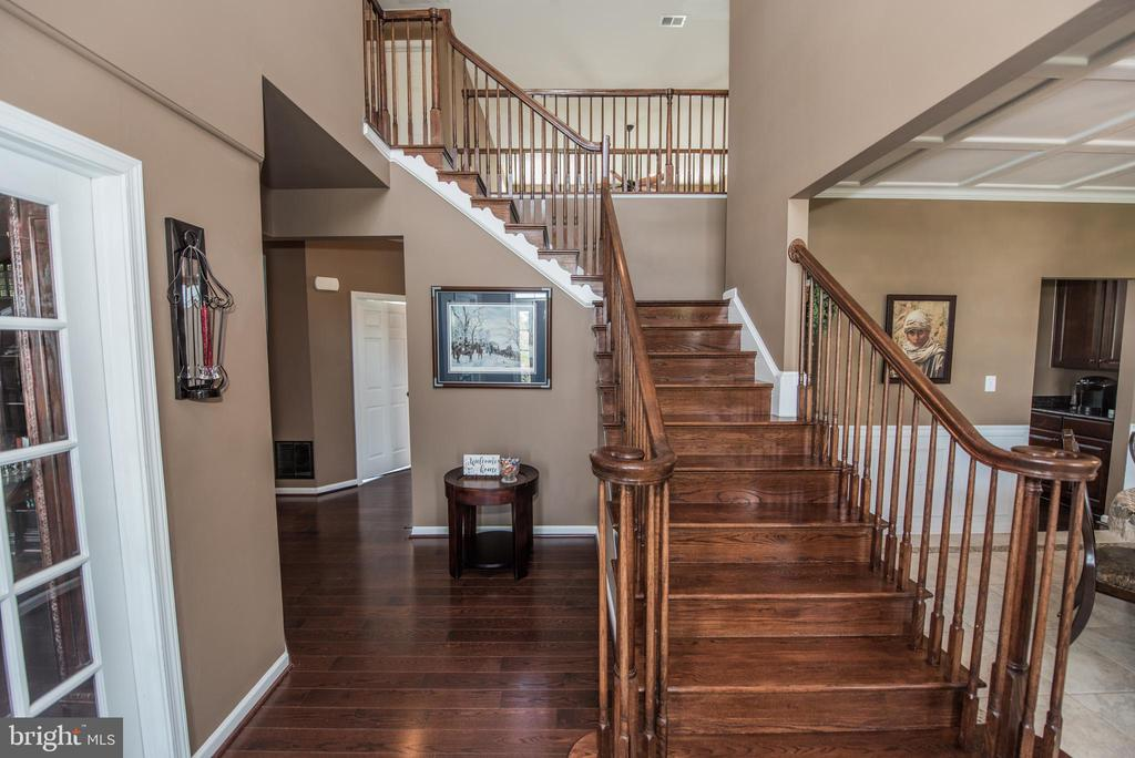 Grand Dual Entry Staircase - 187 HEWITT, MARTINSBURG