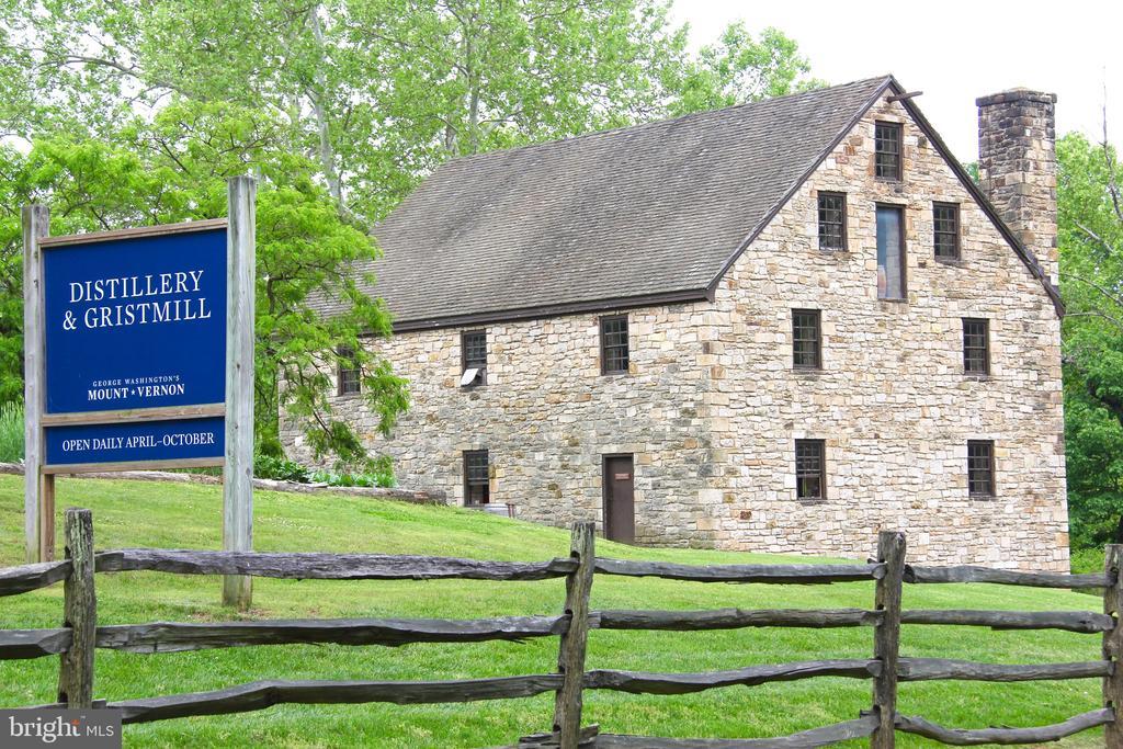 Walking distance to historic Distillery/Gristmill - 5201 MOUNT VERNON MEMORIAL HWY, ALEXANDRIA
