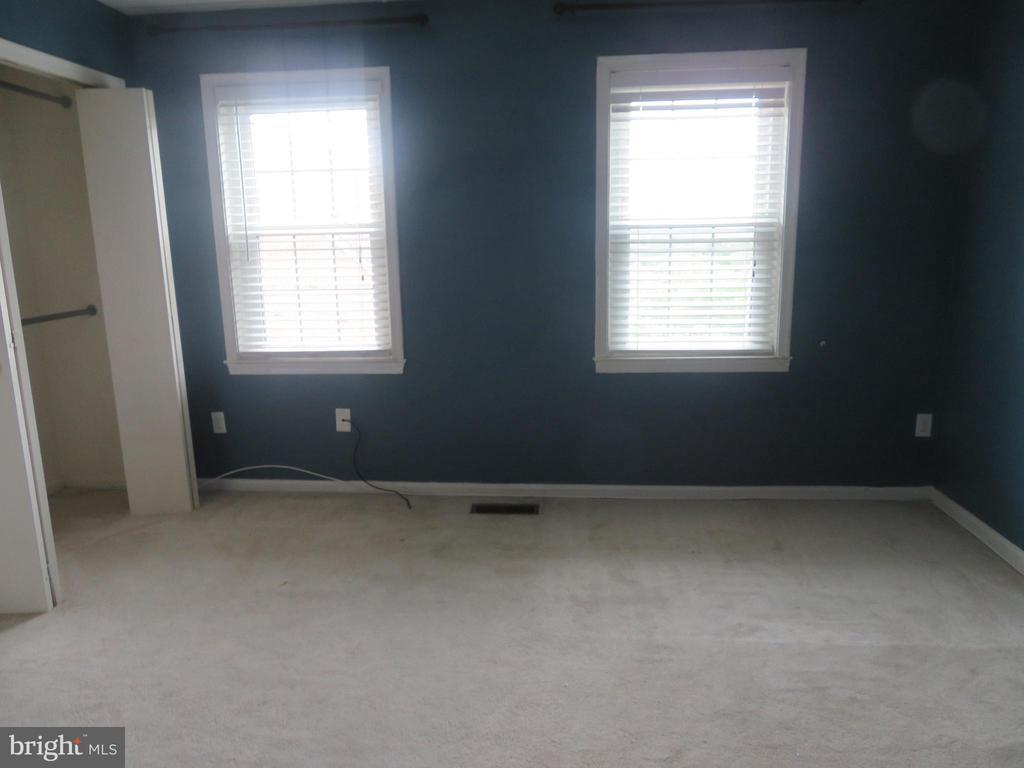 - 4911 7TH RD S #4911, ARLINGTON