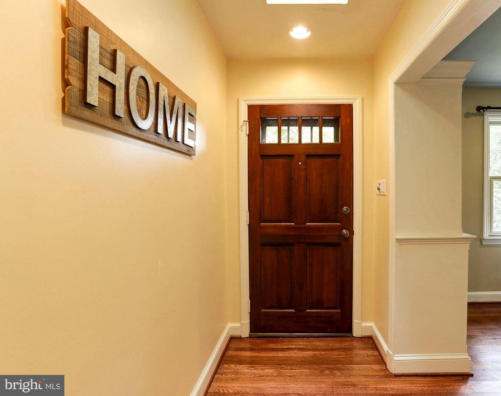 Main Level Entry Foyer - 2337 N VERMONT ST, ARLINGTON