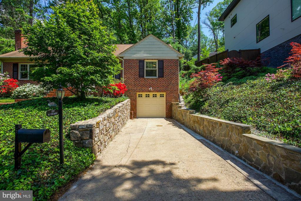 Stone Walled Drive To Over-Sized One Car Garage - 2337 N VERMONT ST, ARLINGTON