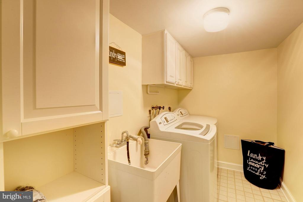Separate Laundry Room With Storage - 2337 N VERMONT ST, ARLINGTON