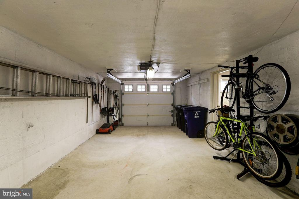 Over-sized One Car Garage - 2337 N VERMONT ST, ARLINGTON