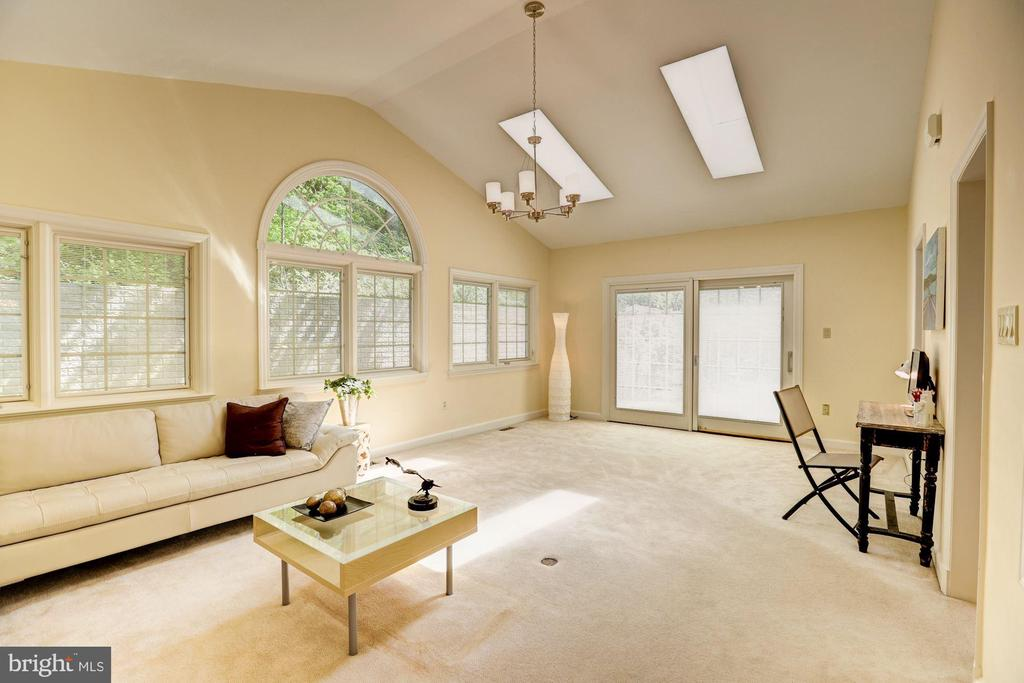 Family Room With Skylights & Access to Large Patio - 2337 N VERMONT ST, ARLINGTON