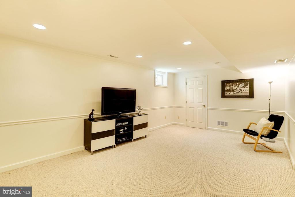 Lower Level Rec Room With Recessed Lights - 2337 N VERMONT ST, ARLINGTON