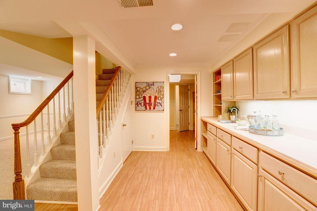 Craft Room With Wet Bar - 2337 N VERMONT ST, ARLINGTON