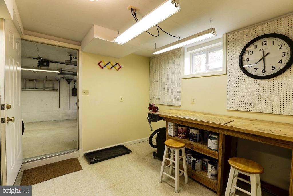 Spacious Work-Shop With Built-In Table - 2337 N VERMONT ST, ARLINGTON