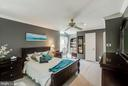 You'll feel like a master in this master bedroom - 4045 LAKE GLEN RD, FAIRFAX