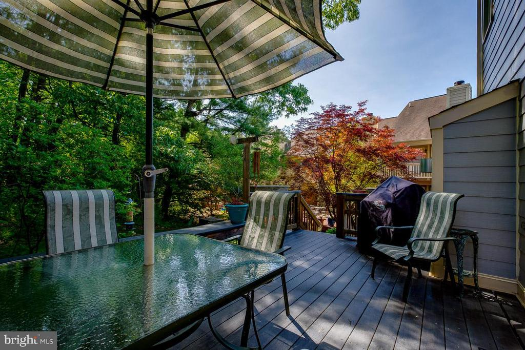 Perfect for a long Day! - 4045 LAKE GLEN RD, FAIRFAX