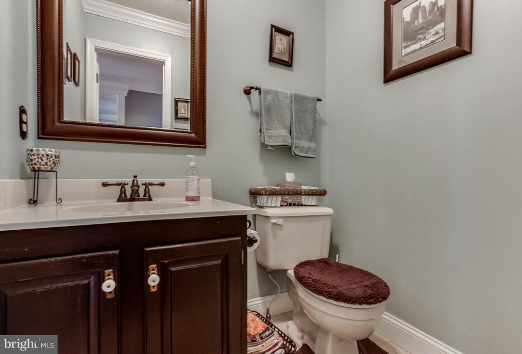 half a bath is better than no bath at all - 4045 LAKE GLEN RD, FAIRFAX