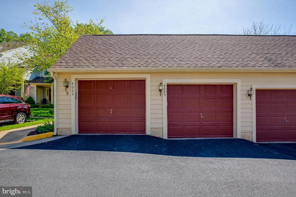 two car garage - 4045 LAKE GLEN RD, FAIRFAX