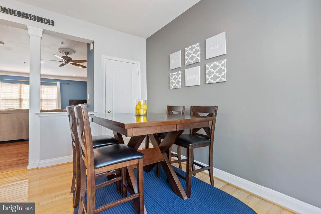 One of two dining space options - 115 MEADOWS LN, ALEXANDRIA
