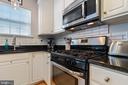 Gas stove - 115 MEADOWS LN, ALEXANDRIA