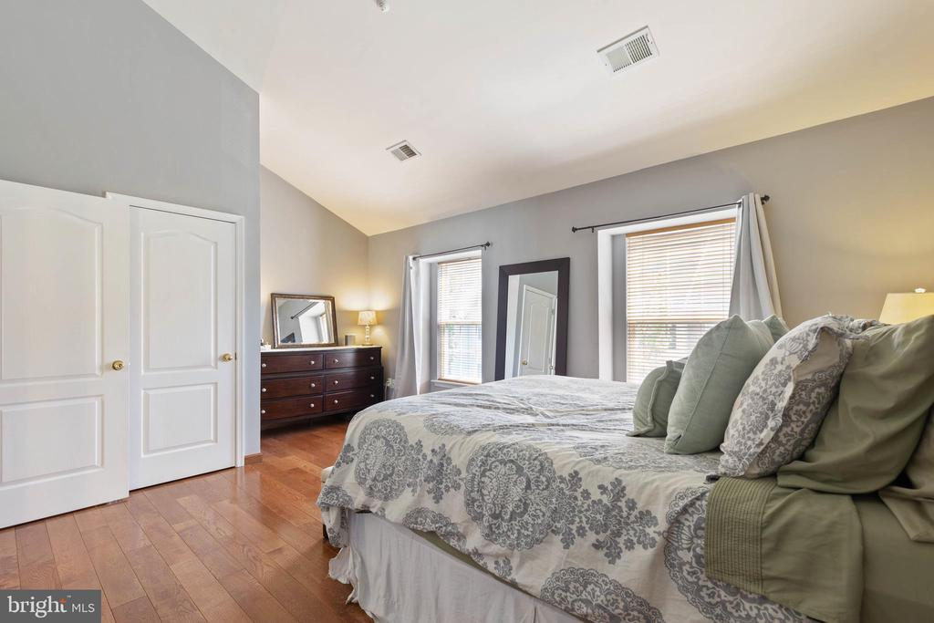 Multiple closets in this master suite - 115 MEADOWS LN, ALEXANDRIA
