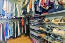 Custom walk in closets - 115 MEADOWS LN, ALEXANDRIA