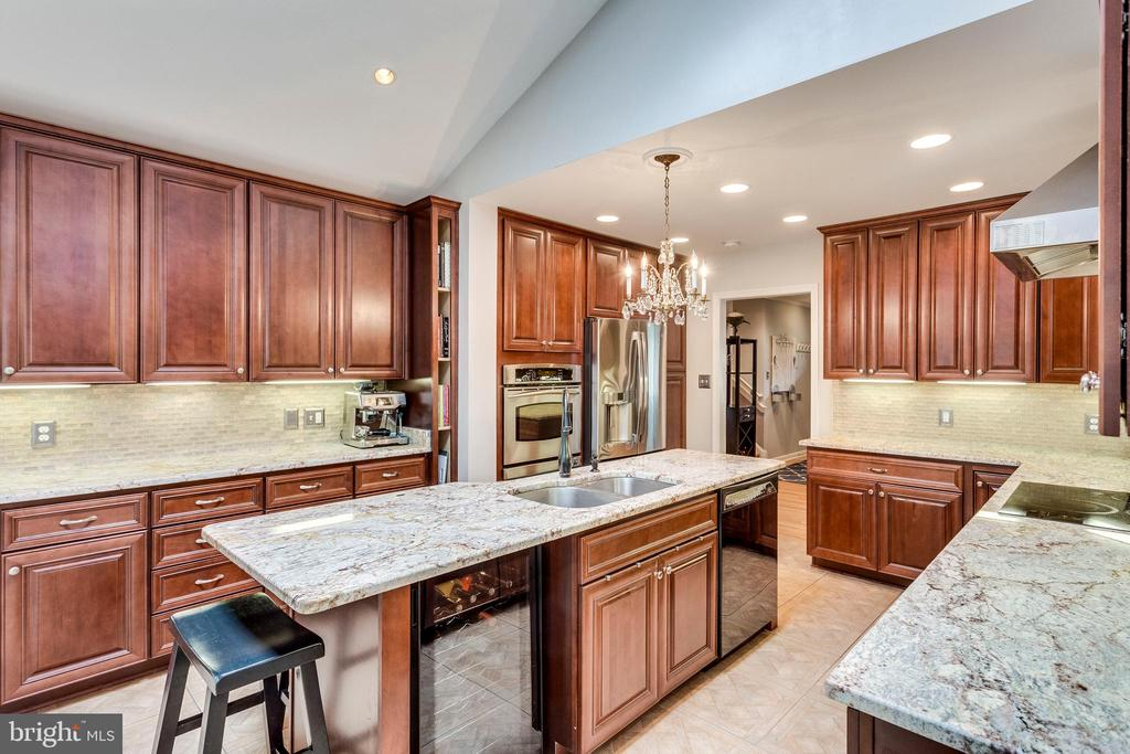 Two ovens, wine fridge, double sink - 3703 MACGREGOR CT, ANNANDALE