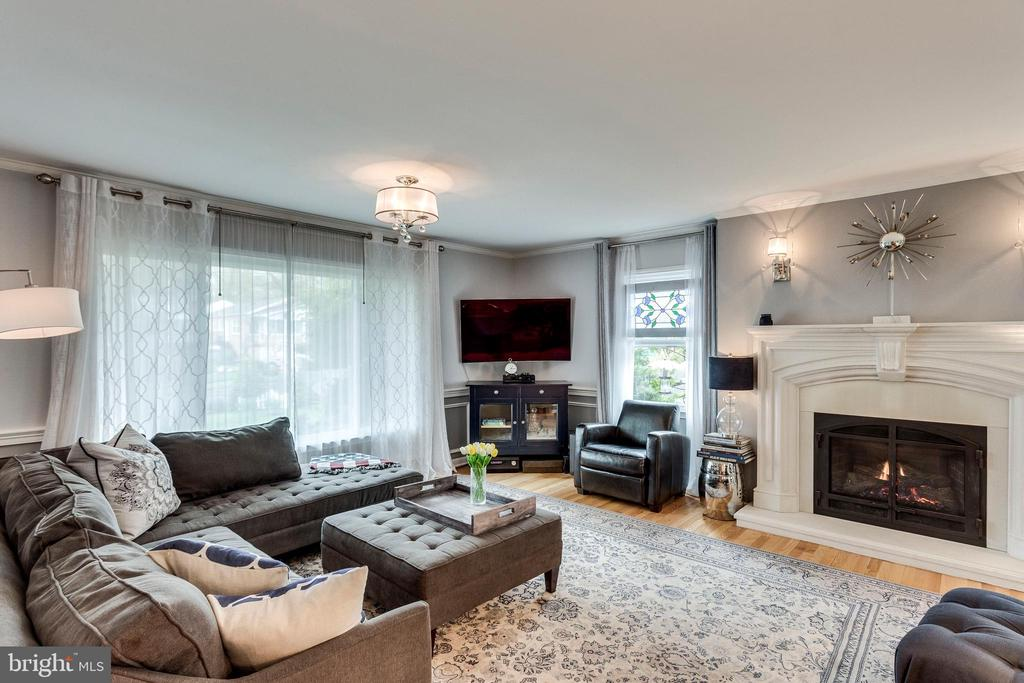 Beautifully appointed!  Hardwood flrs thruout! - 3703 MACGREGOR CT, ANNANDALE