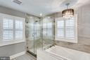Sep spa tub and large shower - 3703 MACGREGOR CT, ANNANDALE