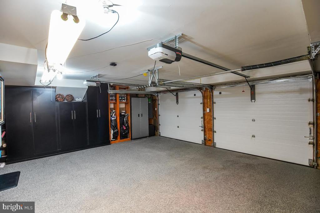 Oversized 2-Car Garage w/ Storage Closets - 1900 N UHLE ST, ARLINGTON