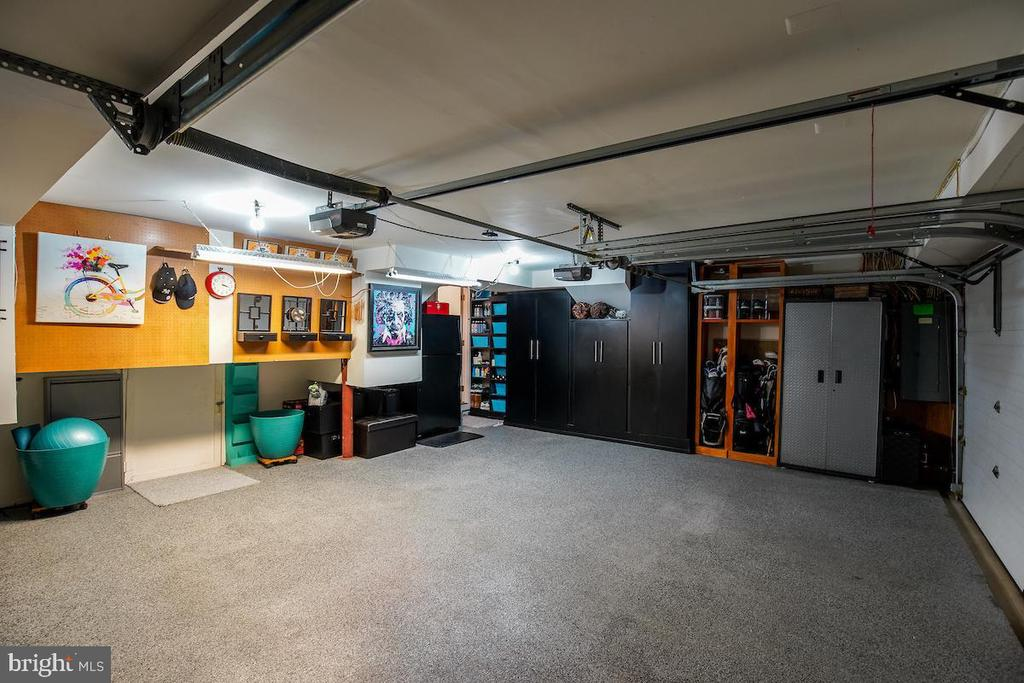 Oversized 2-Car Garage with Storage Closets - 1900 N UHLE ST, ARLINGTON