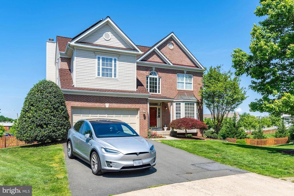 Electric car outlet - 1709 FAIRLEIGH CT NE, LEESBURG